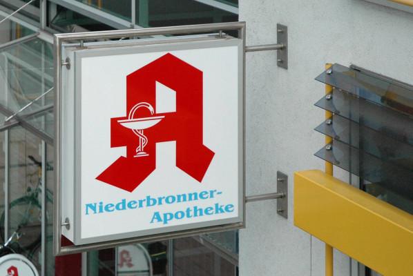 werbeagentur-focus-nuernberg-leuchtkasten-niederbronner-apotheke