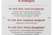 werbeagentur-focus-nuernberg-schild-acryl-dr-gresskowski-01