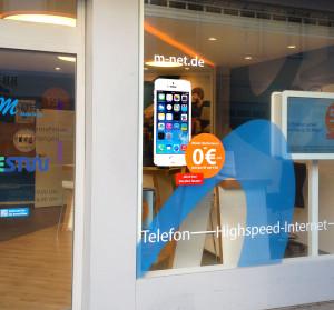 Iphoneaufkleber als digitaler Foliendruck für das M-Net-Geschäft in Nürnberg.