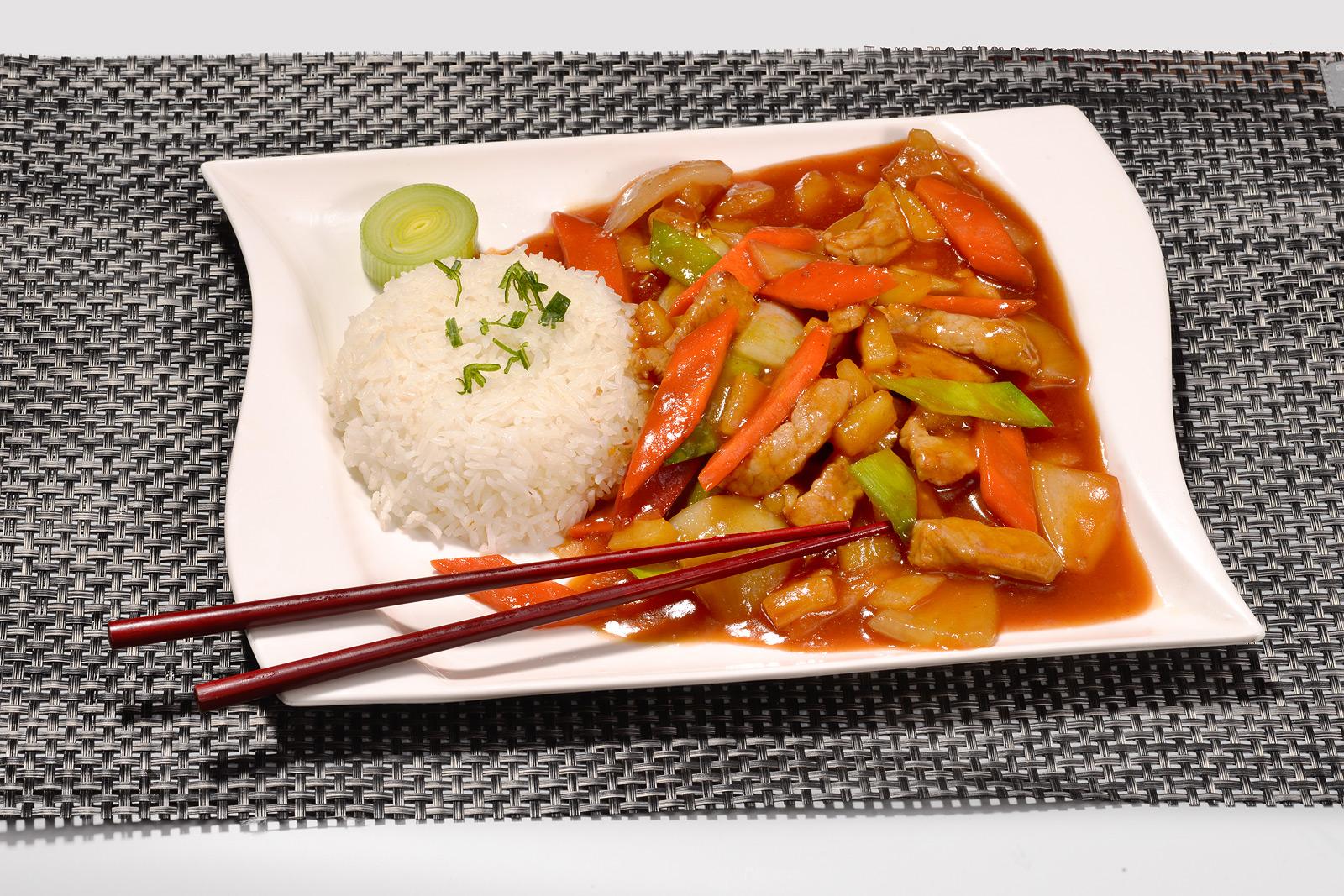 Werbefotografie: schmackhaft angerichtetes asiatisches  Gericht - aufgenommen im hauseigenen Focus Fotostudio.