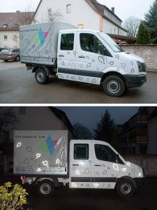 """Gestaltung mehrerer Fahrzeuge der Firma """"Köpsel"""" - hier ein Laster. Dreifarbiges Logo und reflektierende Folie in Form von fallendem Laub."""