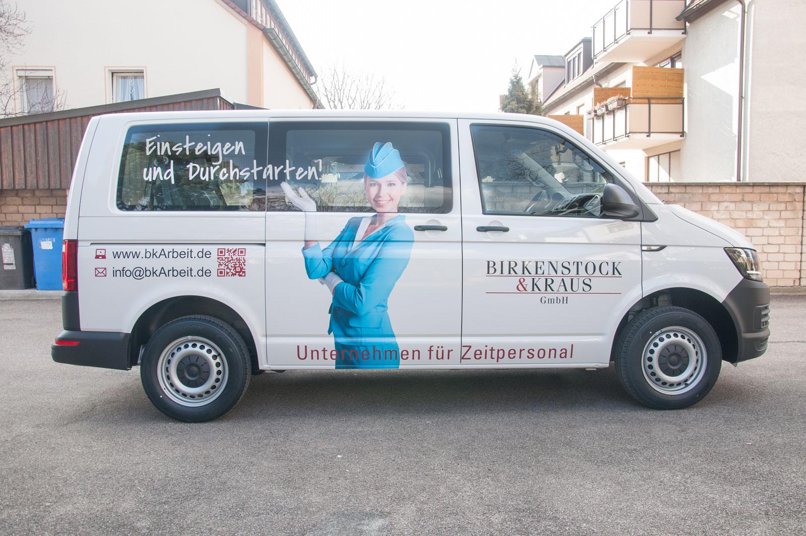 Seitenansicht der Beklebung vom Firmenwagen der Firma Birkenstock & Kraus