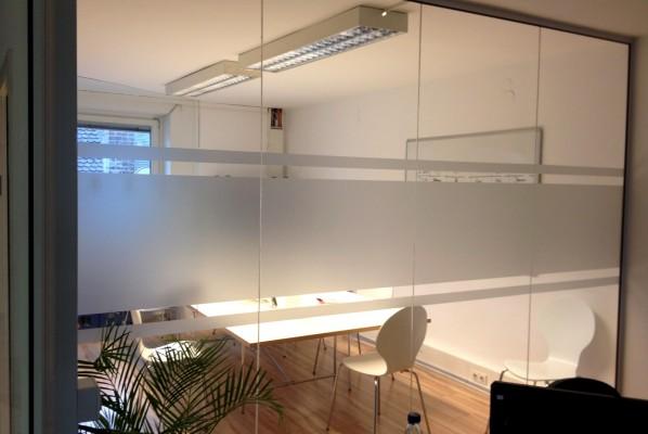 Werbeagentur Focus Deutsche Anwaltshotline Sichtschutzbeklebung mit Glasdekorfolie