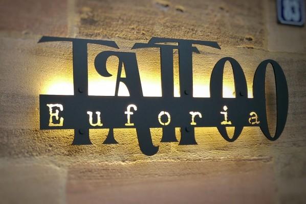 werbeagentur-focus-nuernberg-leuchtschild-tattoo-euforia