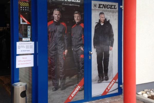 werbeagentur-focus-nuernberg-schaufensterbeklebung-arbeitsbekleidung-engel