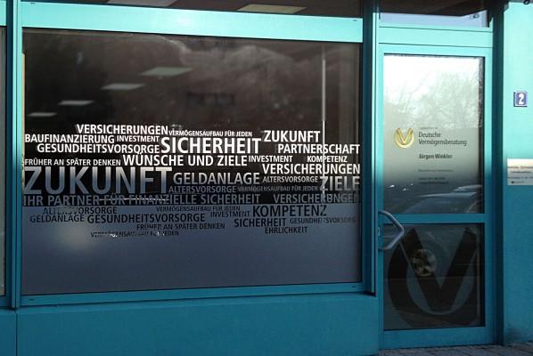 werbeagentur-focus-nuernberg-schaufensterbeschriftung-deutsche-vermoegensberatung