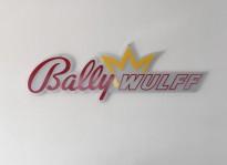 Sichtschutzbeklebung und Firmenschild aus Acrylglas | BALLY WULFF