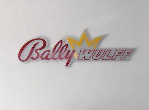 3D-Logo an Wand