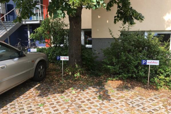 werbeagentur-focus-nuernberg-schild-alu-dibond-parkplatz-picha