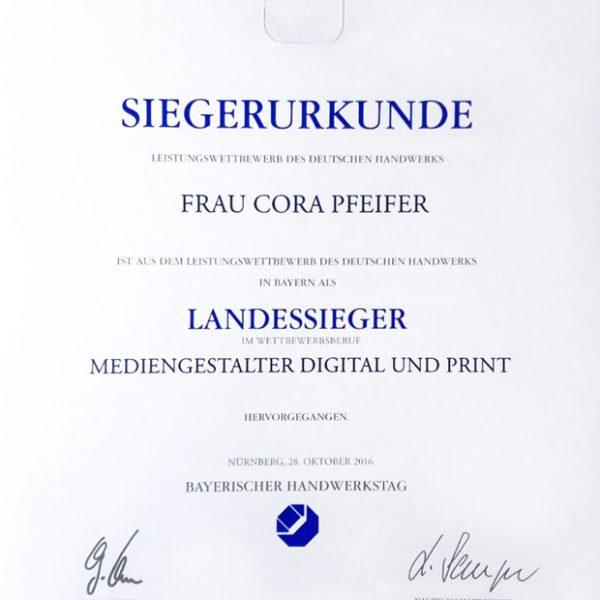 Siegerurkunde Cora Pfeifer für den Landessig im Wettbewerb PLW