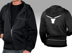 Schwarze Hoody-Jacky mit bedrucktem Logo des Kulturzentrums Fürth