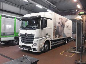 Folierung eines LKWs mit digital gedruckten Folien für Kühnel Group