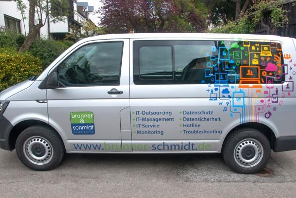 werbeagentur-focus-nuernberg-fahrzeugbeklebung-vw-t6-brunner-und-schmidt-01