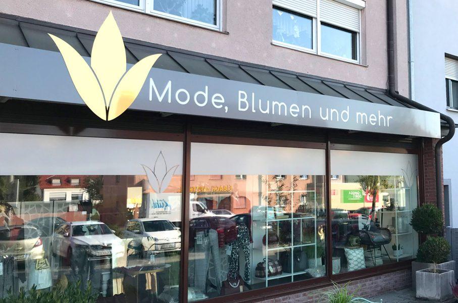 Großes Aingansschild für Magnolie in Nürnberg