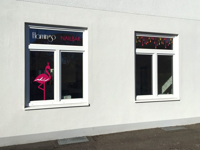 Folienbeschriftung der Fenster für die Flamingo Nailbar in Erlangen
