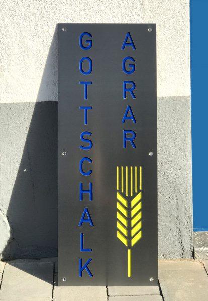 Edelstahlschild mit lasergeschnittenem Logo für Gottschalk Agrar