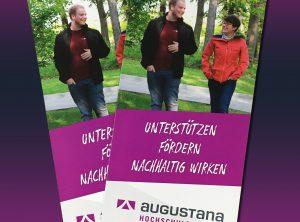 Zwei Augustana Flyer. Man sieht hier nur die Titelseite