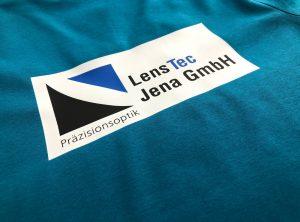 Textildruck von petrolfarbenem Poloshirt der LensTec GmbH aud Jena