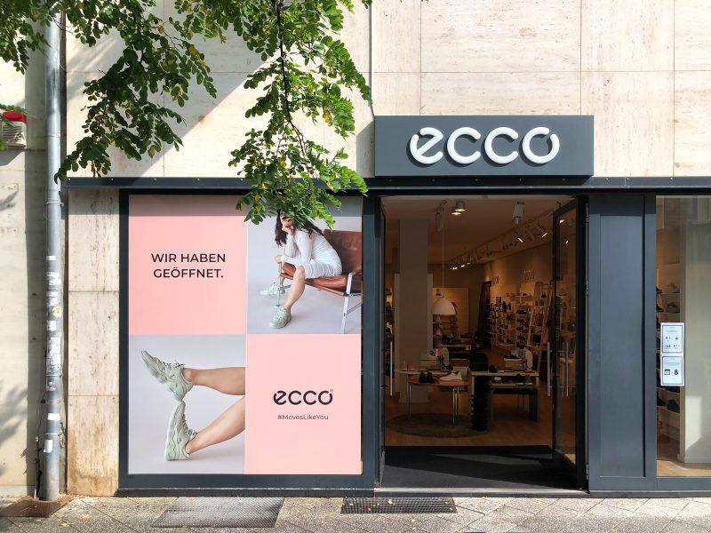 Schaufensterfolierung - Folierung eines großen Schaufensters neben dem Eingang zu einem ecco Store in Nürnberg