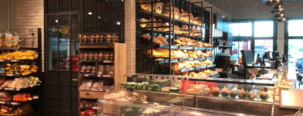 Innenausbau und Wandgestaltung - Bäckereitheke im Edeka Stengel